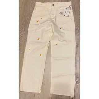 クミキョク(kumikyoku(組曲))の組曲 クミキョク ホワイト パンツ デニム マーガレット てんとう虫 刺繍(カジュアルパンツ)