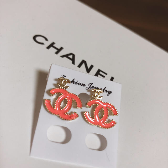 CHANEL(シャネル)のCHANEL シャネルCC Mark ノベルティーピアス Pink レディースのアクセサリー(ピアス)の商品写真