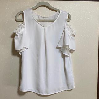 ヴィス(ViS)のViS*ブラウス*ホワイト*フリル*オフショル(シャツ/ブラウス(半袖/袖なし))