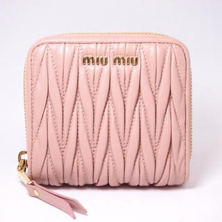 miumiu - 【未使用に近い】ミュウミュウ 2つ折り 財布 マテラッセ ピンク