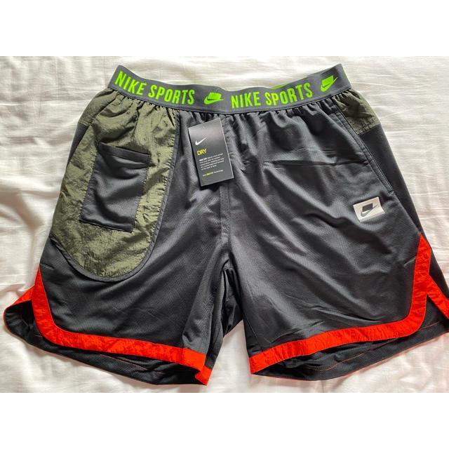NIKE(ナイキ)のセール!ナイキ ハーフパンツ 新品 メンズのパンツ(ショートパンツ)の商品写真