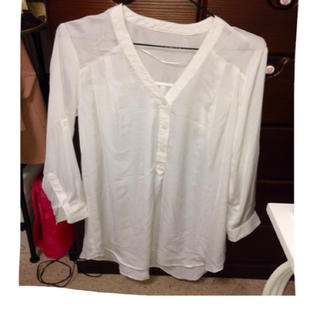 ジーユー(GU)のGU白シャツ(シャツ/ブラウス(長袖/七分))