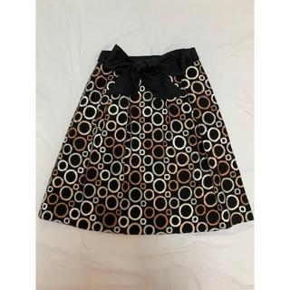 トゥービーシック(TO BE CHIC)のTO BE CHICカタログ掲載 総刺繍の素敵なスカート(ひざ丈スカート)