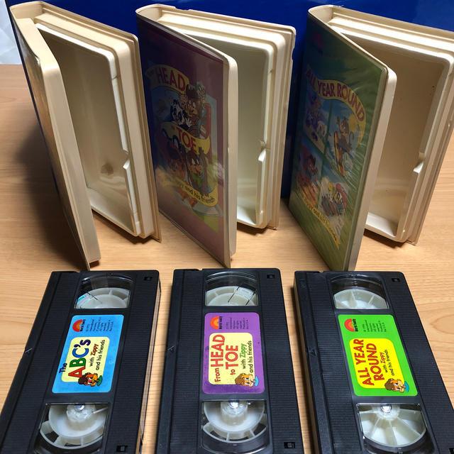 Disney(ディズニー)のディズニー英語システム ワールドファミリー VHS全12巻 キッズ/ベビー/マタニティのおもちゃ(知育玩具)の商品写真