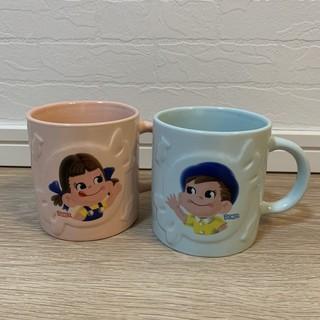 フジヤ(不二家)の【新品・送料込】ミルキー50thanniversary ペコちゃんペアマグカップ(グラス/カップ)