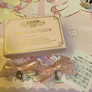 メゾンドフルール(Maison de FLEUR)のMaison de FLEUR リボンイヤリング(イヤリング)