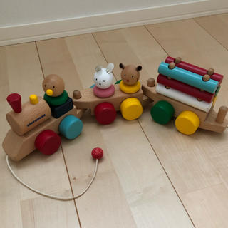 ミキハウス(mikihouse)の☆ミキハウス 木製 汽車のおもちゃ☆☆(知育玩具)