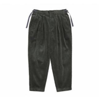 コモリ(COMOLI)のSAYATOMO Karusan Corduroy Pants (OLIVE)(スラックス)