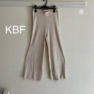 ケービーエフ(KBF)の【KBF】ワイドリブニットパンツ(ホワイト)(その他)