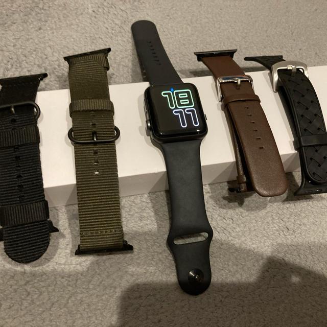Apple Watch(アップルウォッチ)のApple Watch series3 42mm 美品 バンド4本付23 日迄 メンズの時計(腕時計(デジタル))の商品写真