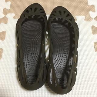 クロックス(crocs)のサンダル W7(サンダル)