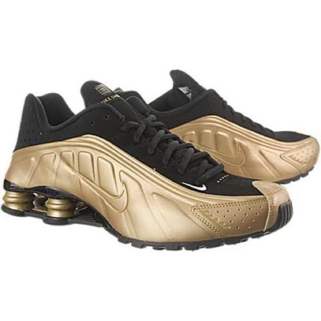 NIKE(ナイキ)のNIKE Shox R4 ゴールド メンズの靴/シューズ(スニーカー)の商品写真