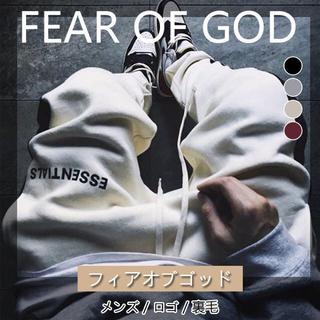 フィアオブゴッド(FEAR OF GOD)のFOG ESSENTIALS スウェットパンツ  サイドライン ロゴプリント(ワークパンツ/カーゴパンツ)