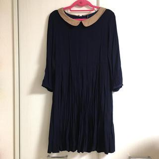 ギャミヌリィ(gaminerie)の膝丈 ワンピース プリーツスカート シンプル 襟付き 7分袖 紺 ベージュ(ひざ丈ワンピース)