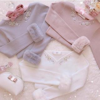 tocco - 新品タグ付き★ 煌めく胸元ビジュー装飾つき袖ファーニット♡白