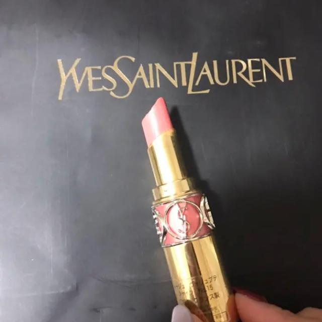Yves Saint Laurent Beaute(イヴサンローランボーテ)のイヴ・サンローラン ルージュ ヴォリュプテ シャイン コスメ/美容のベースメイク/化粧品(口紅)の商品写真