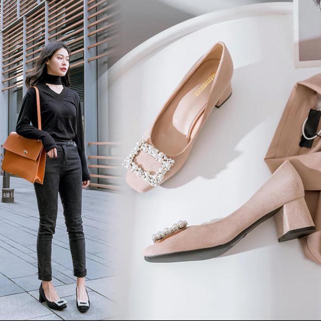 パールデザインパンプス チャンキーヒール ブラック ベージュ ビジュー  レディースの靴/シューズ(ハイヒール/パンプス)の商品写真