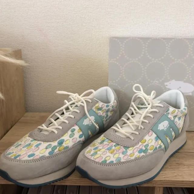 mina perhonen(ミナペルホネン)のミナペルホネン KARHUコラボスニーカー 25センチ レディースの靴/シューズ(スニーカー)の商品写真