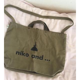 ニコアンド(niko and...)のNiko and… トートバッグ スヌーピーデザイン カーキ(トートバッグ)