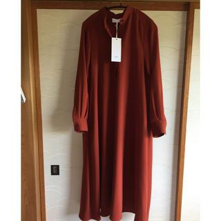 コモリ(COMOLI)のgraphpaper satin band collar dress(ロングワンピース/マキシワンピース)
