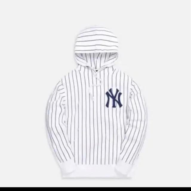 【MLB × Kith】ヤンキースストライプ パーカー メンズのトップス(パーカー)の商品写真