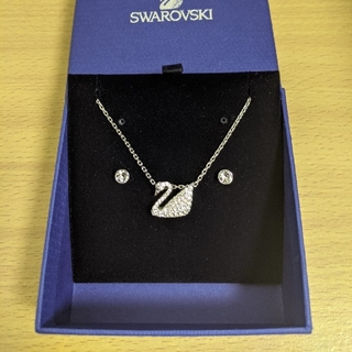 スワロフスキー(SWAROVSKI)のSWAROVSKI スワンネックレスとピアスセット スワロフスキー 新品、未使用(ネックレス)