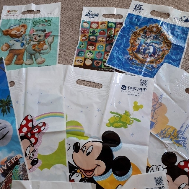 Disney(ディズニー)のディズニー♥️ユニバ♥️ショップ袋♥️24枚 エンタメ/ホビーのおもちゃ/ぬいぐるみ(キャラクターグッズ)の商品写真