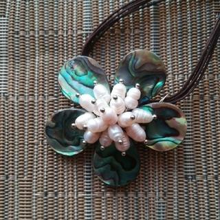 花モチーフペンダント(ネックレス)