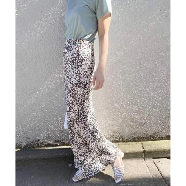 EDIT.FOR LULU(エディットフォールル)のグレー㊳ EDIT.FOR LULU abc フラワーバイアスマキシスカート レディースのスカート(ロングスカート)の商品写真
