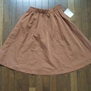 アーバンリサーチ(URBAN RESEARCH)のキャメル色のキャザースカート(ひざ丈スカート)