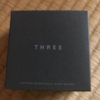 スリー(THREE)のTHREE アルティメイトダイアフェネス ルースパウダー トランスルーセント02(フェイスパウダー)