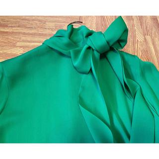 グッチ(Gucci)の♡期間限定お値下げ●GUCCIグッチ緑シルクリボンタイブラウス40新品(シャツ/ブラウス(長袖/七分))