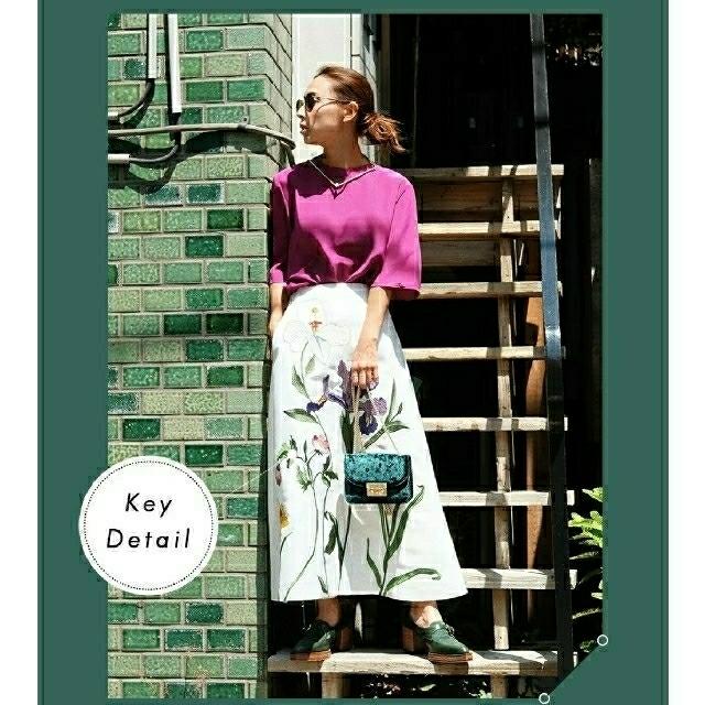 Ameri VINTAGE(アメリヴィンテージ)のAMERI アメリ / SILK CREW NECK TOP レディースのトップス(カットソー(半袖/袖なし))の商品写真