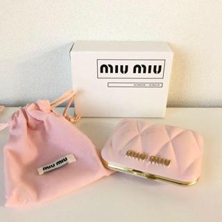 ミュウミュウ(miumiu)の【new】miumiu ノベルティミラーピンク色 巾着付き(ミラー)