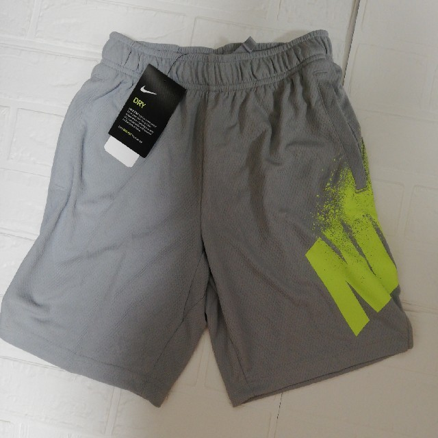 NIKE(ナイキ)のNIKE☆パンツ  150 キッズ/ベビー/マタニティのキッズ服男の子用(90cm~)(パンツ/スパッツ)の商品写真