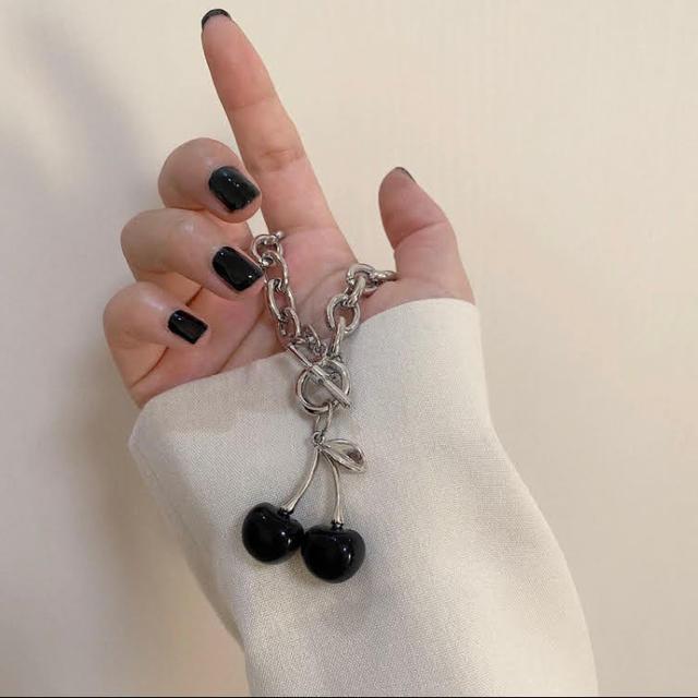 ネックレス さくらんぼ◎ ブラック◎ 韓国◎ ストリート◎ 原宿ファッション◎ レディースのアクセサリー(ネックレス)の商品写真