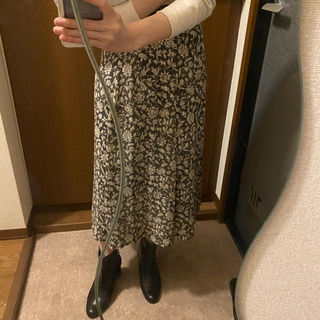 サンタモニカ(Santa Monica)のフラワースカート(ひざ丈スカート)