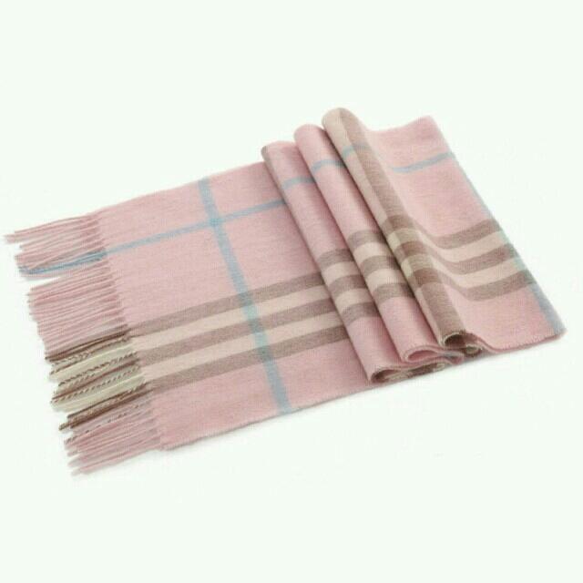 ラムウールタータン マフラー ピンク柄 レディースのファッション小物(マフラー/ショール)の商品写真