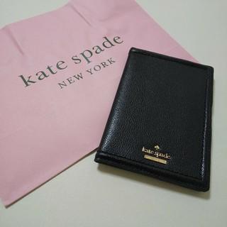 ケイトスペードニューヨーク(kate spade new york)の新品 ⭐ ケイトスペードニューヨーク パスポートケース ブラック(名刺入れ/定期入れ)