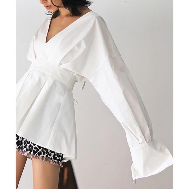 TODAYFUL(トゥデイフル)のtodayful タックペプラムシャツ ホワイト レディースのトップス(シャツ/ブラウス(半袖/袖なし))の商品写真