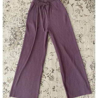Kastane - プリーツパンツ スラックスパンツ サテンパンツ カラーパンツ 紫 ワイドパンツ
