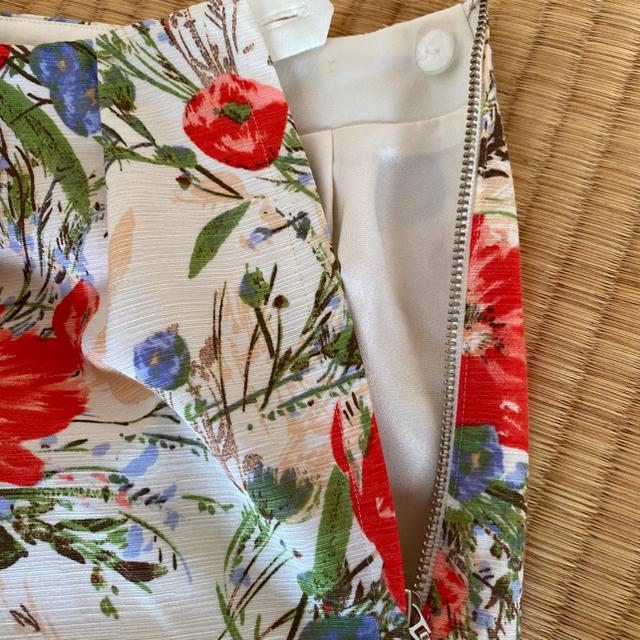 La TOTALITE(ラトータリテ)の花柄スカート La TOTALITE ラトータリテ レディースのスカート(ひざ丈スカート)の商品写真