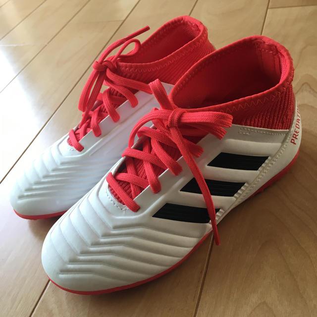 adidas(アディダス)のサッカー トレーニングシューズ 19cm おまけのユニフォーム付 スポーツ/アウトドアのサッカー/フットサル(シューズ)の商品写真