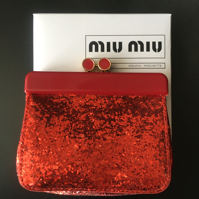 miumiu(ミュウミュウ)のMIUMIU グリッター がま口 ポーチ ミュウミュウ 新品未使用品 レディースのファッション小物(ポーチ)の商品写真