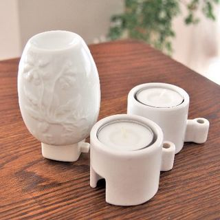 イケア(IKEA)のアロマランプ・ライト 白ホワイト陶器 コンセント キャンドルホルダー付(その他)