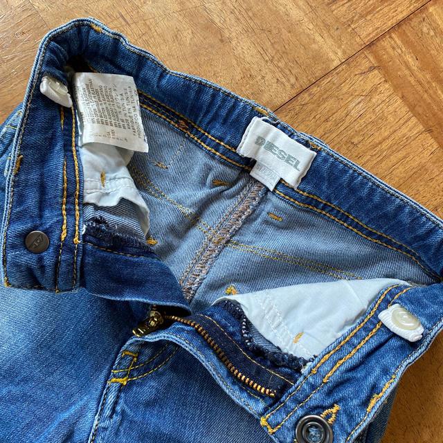 DIESEL(ディーゼル)の【中古】DIESEL キッズ デニム ショートパンツ 24M キッズ/ベビー/マタニティのベビー服(~85cm)(パンツ)の商品写真
