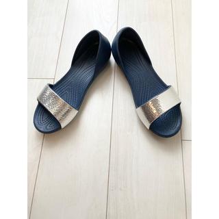 クロックス(crocs)の【美品】クロックス Crocs Lina Flat w7 ネイビー 送料無料(サンダル)