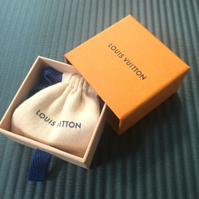 LOUIS VUITTON(ルイヴィトン)のルイ・ヴィトン ブレスレット 期間限定商品 防弾少年団 BTSテテ着用 レディースのアクセサリー(ブレスレット/バングル)の商品写真