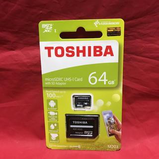 トウシバ(東芝)のTOSHIBA 東芝 SD変換アダプタ付 micro SDXC カード 64gb(その他)