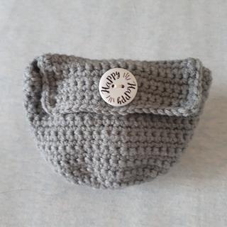 アクリル糸で編んだ丸底ポーチ(ポーチ)